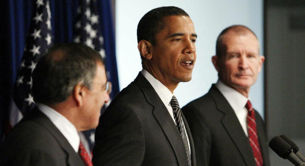HAMAS-KONTAKT? Påtroppende president i USA, Barack Obama kan åpne kommunikasjonslinjer til Hamas. Her er Obama sammen med sin utnevnte CIA-sjef Leon Panetta (til venstre) og National Intelligence Director Dennis Blair.  Foto: REUTERS/Jim Young