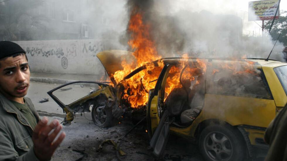 DØD OG FORDERVELSE: Krigshandlingene på Gaza har passert 900 dødsoffre, melder palestinske helsemyndigheter. Foto: AFP/SAID KHATIB/SCANPIX