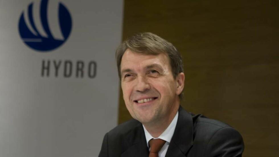 RIK:  Konsernsjef i Hydro ASA, Eivind Reiten under pressekonferansen i Oslo mandag morgen etter at det ble kjent at han vil gå av. Foto: Heiko Junge  / SCANPIX