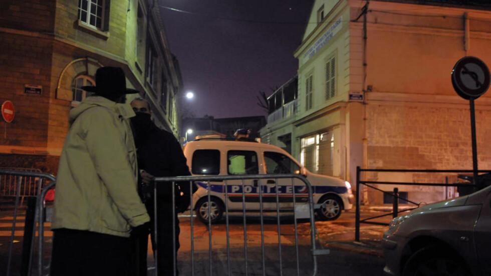 INGEN SKADD: Synagogen i Saint-Denis, nord for Paris, ble utsatt for et angrep der flere brannbomber ble kastet inn gjennom vinduene. Foto: AFP PHOTO/SCANPIX