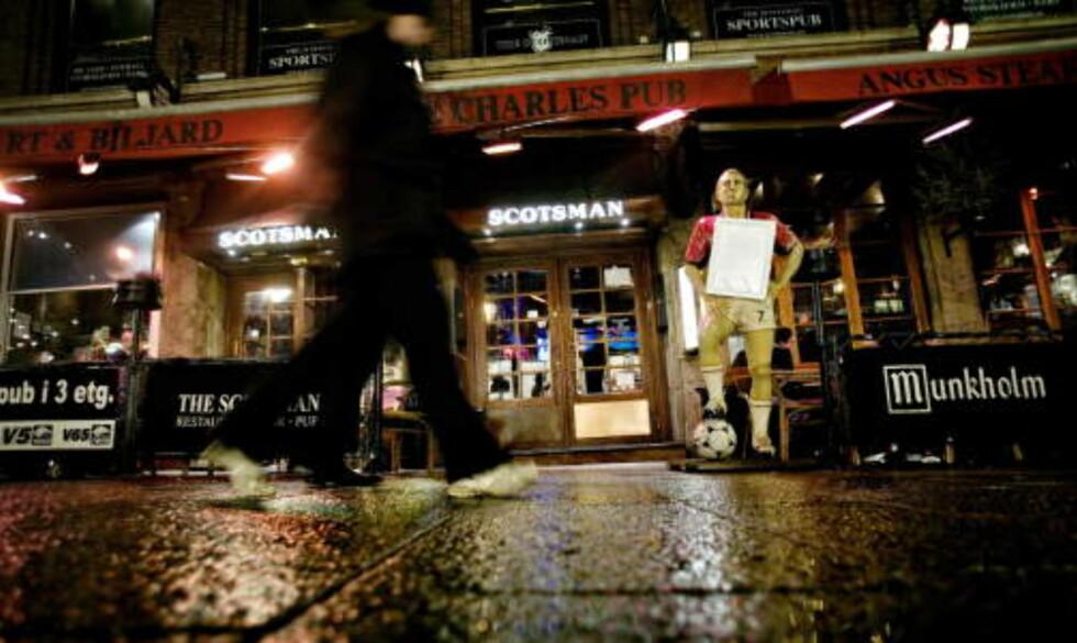 SOSIALISERING: - Sosialisering er veldig viktig for oss som Oslo-borgere. Vi ønsker en god og livlig by. Derfor vil vi ikke ramme utelivet, sier Mertefe Bartinli. Foto: DAGBLADET