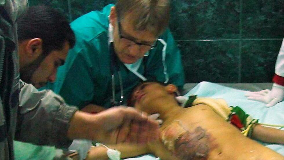 MADS GILBERT:  I en spesialutgave av legetidsskriftet Lancet kaller Mads Gilbert forholdene på sykehusene på Gaza for et marerittaktig blodbad. Men en Israel mener Gilbert har fantasi som er Dantes verdig.  Lege Mads Gilbert under en av mange operasjoner på Shifa-sykehuset i Gaza. Foto Norwac 2009 / SCANPIX