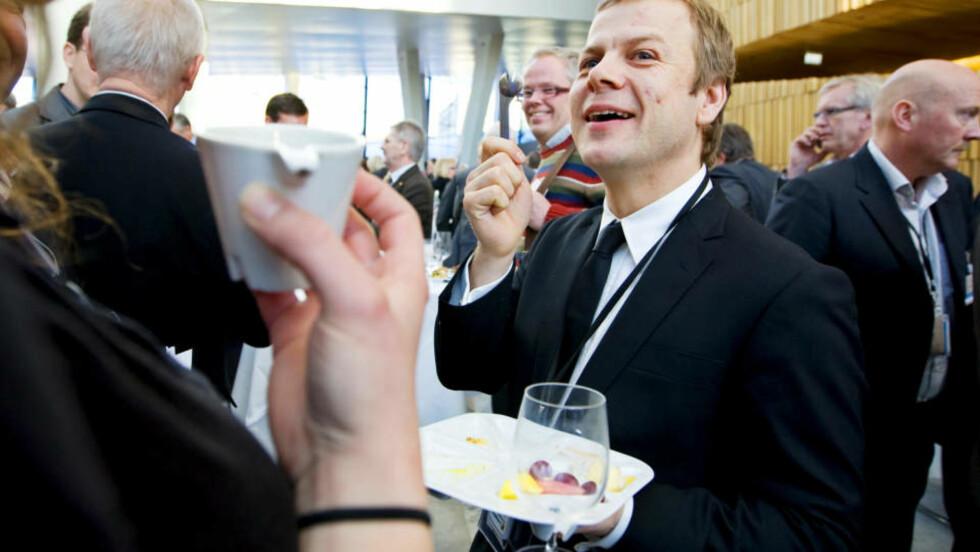 VIL FJERNE SKATTEFRITAK:  Heikki Holmås, SV,  under lunsjpausen i NHOs årskonferanse i Operaen i Oslo onsdag. Foto: Håkon Mosvold Larsen / SCANPIX