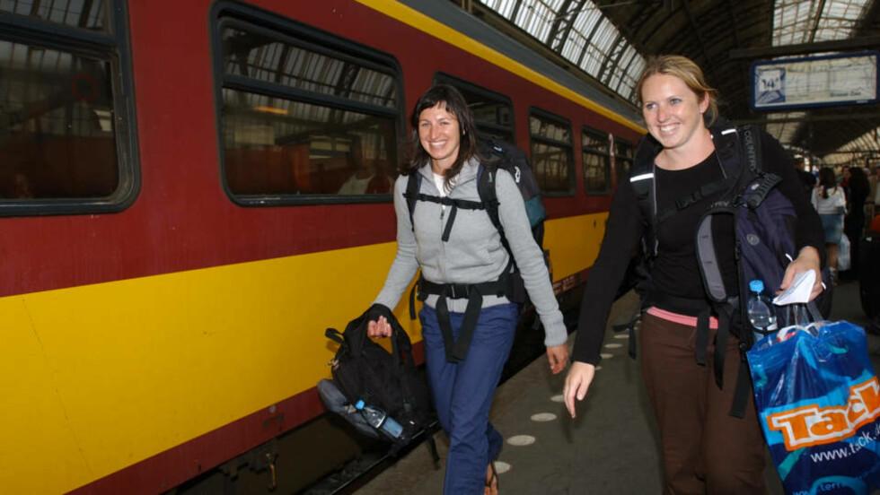 EUROPA RUNDT: Hvert eneste år reiser tusenvis av ungdommer rundt i Europa med ryggsekk og togbillett. Og nå blir de stadig flere, etter år med nedgang på grunn av konkurransen fra luftfarten. Foto: OLIVER ORSKAUG