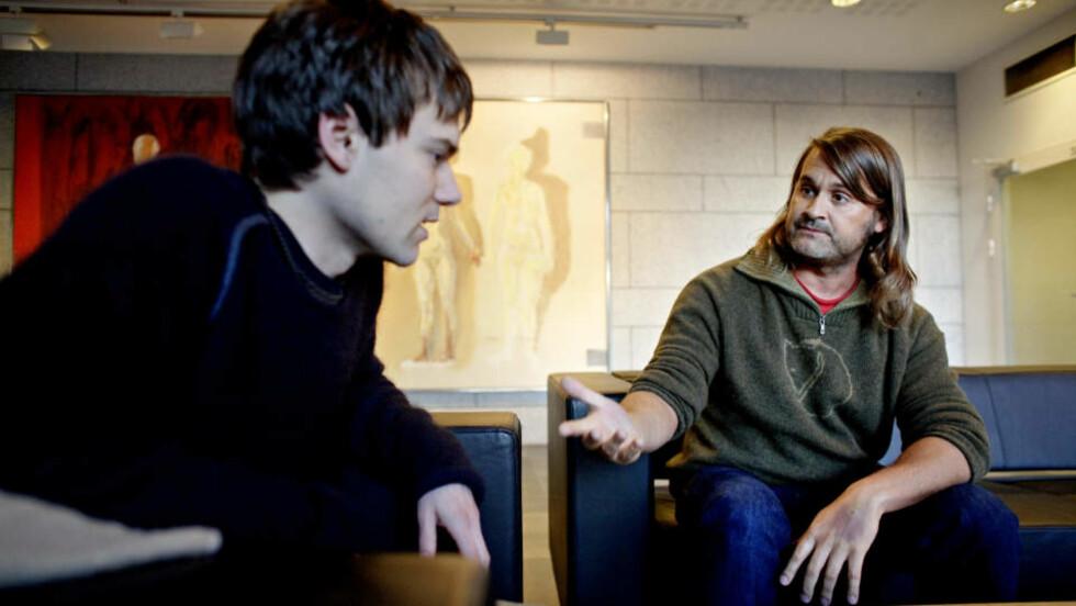 RADDIS: - Jeg er både glad-rasshøl og raddis, sier Thomas Seltzer (til høyre) og legger til: - I den forstand at jeg forholder meg til at Kjersti Ericssons formulering om det å være radikal: Å se sammenhengen mellom de tusen tilfeldigheter. Foto: LARS EIVIND BONES/DAGBLADET
