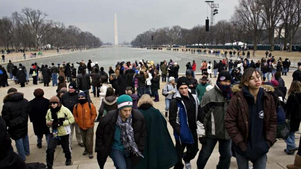 STAPPFULLT: Innenfor gjerdene på National Mall er det ventet 240 000 mennesker i morgen. Alle disse må ha billett for å komme inn. Foto: SVEINUNG U. YSTAD