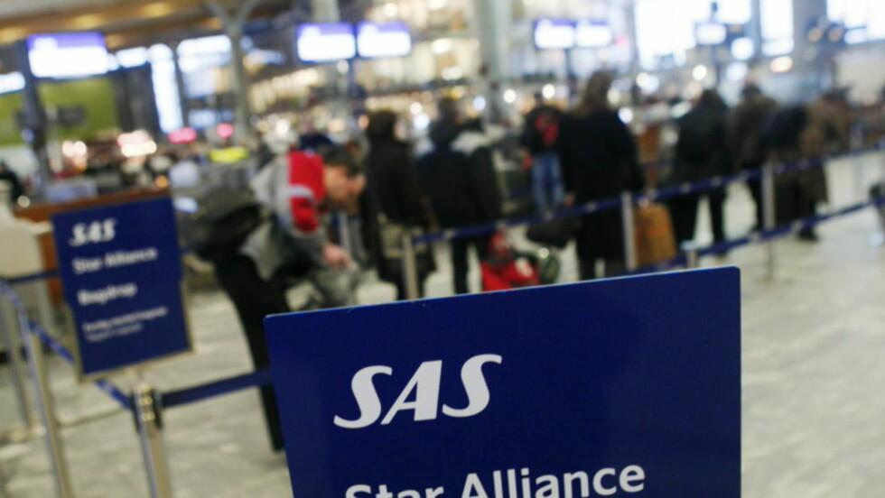 SPYTTER INN 800 MILLIONER KRONER: SAS har bedt sine nordiske eiere om tilsammen fem milliarder kroner. Den norske regjeringen, som eier 14,3 prosent av selskapet, sa seg i går enig i å bidra med 800 millioner kroner for å opprettholde rutetilbudet og arbeidsplasser i Norge. Foto: SCANPIX