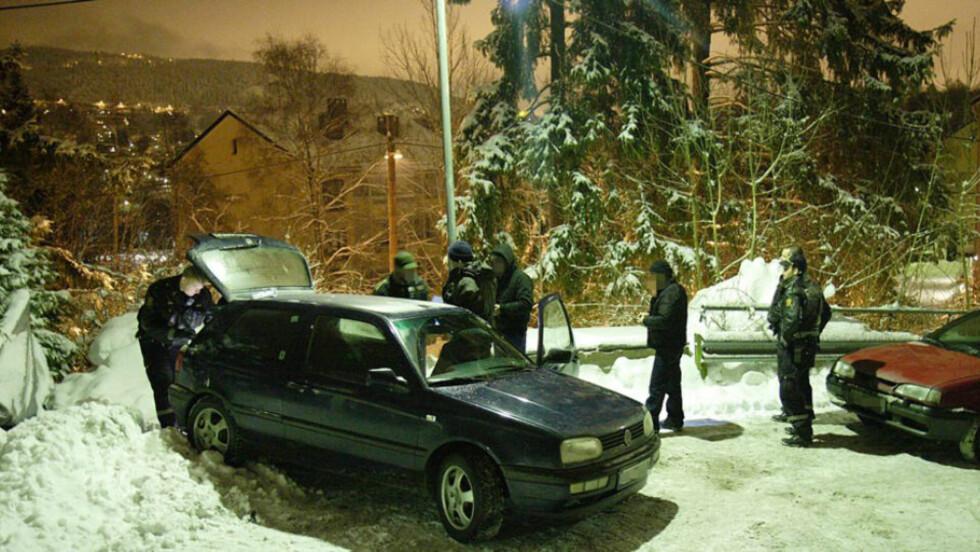 PÅ FERSKEN:  Her blir tre personer pågrepet på Frysja i Oslo. Foto: André Olstad/Firstfoto