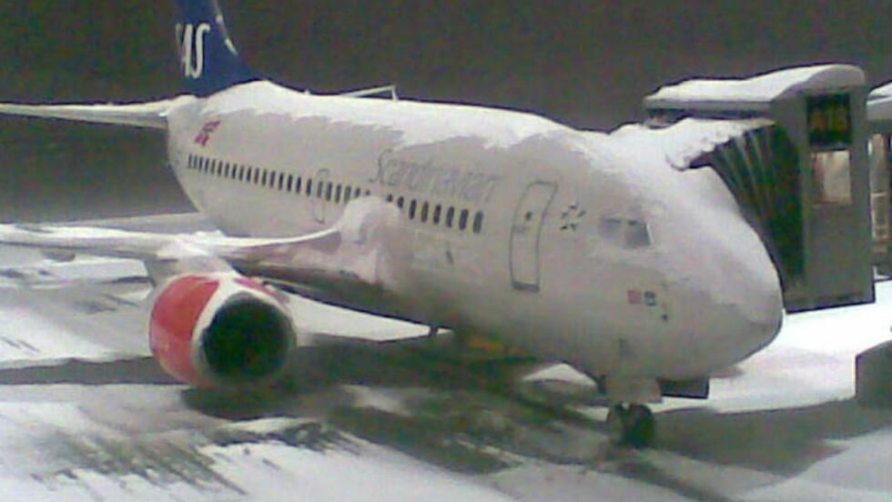 LAMMET HOVEDFLYPLASSEN: Slik så det ut på Gardermoen i går, men nå går flytrafikken som normalt igjen.