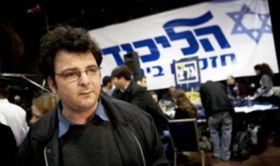 OPTIMIST: Yoni Lipkin (32) er trofast Likud-tilhenger og tror partileder Benjamin Netanyahu vil dra i land seieren til slutt. Foto: TORBJØRN GRØNNING