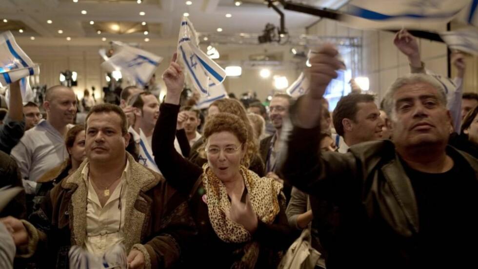 FEIRER:  Ingenting å si på stemningen på valgvaken til Kadima i natt, men det kan hende de feirer for tidlig. Foto: TORBJØRN GRØNNING/DAGBLADET