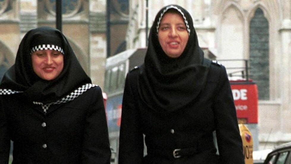 KAN BLI UTSATT: Regjeringen stresser ikke fram en omkamp om hijab i politiet før høstens stortingsvalg. Saken får ta den tiden den tar, sier kilder i Arbeiderpartiet til Aftenposten. Foto: METROPOLITAN POLICE/EPA/SCANPIX