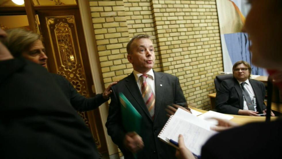 AVBRØT FERIEN: Justisminister Knut Storberget vil trolig trekke hijab-forslaget i formiddag. FOTO: SCANPIX