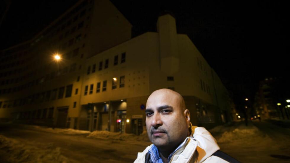 VIL STOPPE MOSKEER: Muslim og politiker Danny G. Chaudhry vil gi Oslo moske-stopp. Her forann moskeen i Urtegata i Oslo. Foto: HENNING LILLEGÅRD