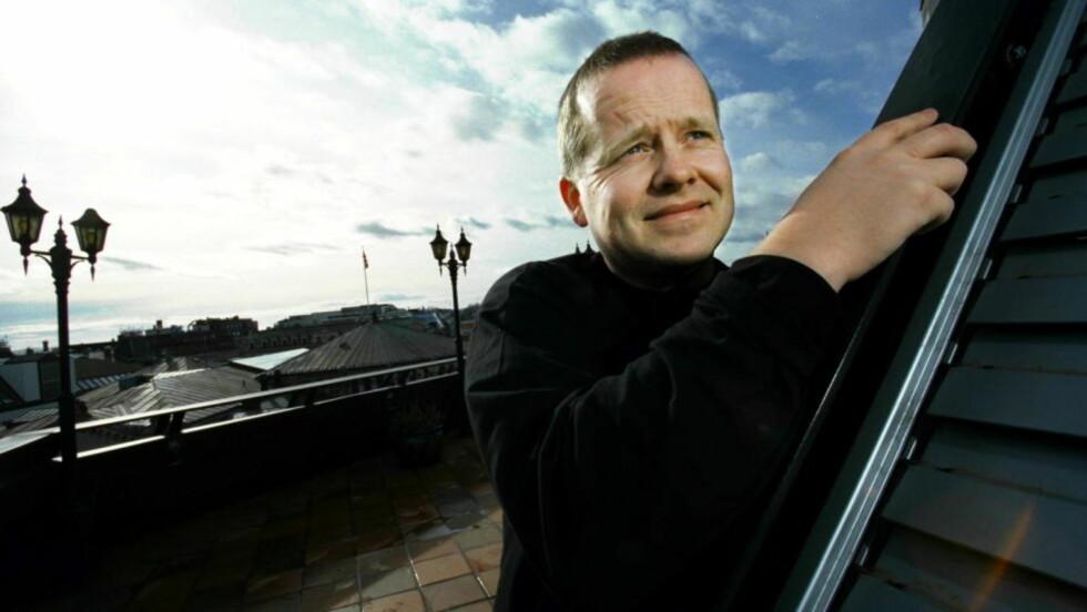 AUST-AGDER: Øystein Hauge minnes tregolvene på Vegårshei Folkebibliotek. Foto: TOR ARNE DALSNES