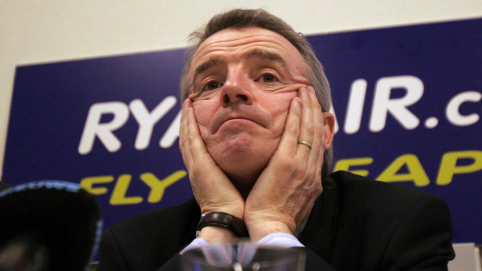 VIL TJENE PÅ DOBESØK: Direktør Michael O'Leary tror alle flypassasjerer går med noe britiske kontanter på seg. Foto: Scanpix