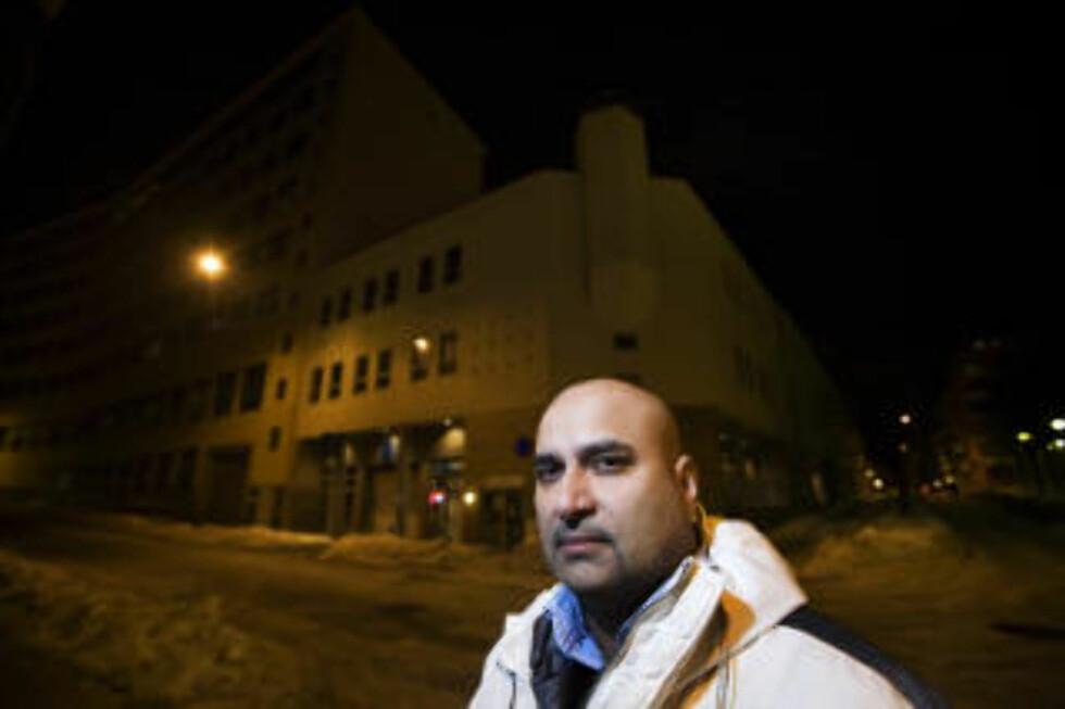 VIL HA MOSKE-STOPP: Frp-medlem Danny G. Chaudhry gikk ut i Dagbladet.no for en uke siden å krevde moské-stopp i Oslo. Her forann moskeen i Urtegata i Oslo. Foto: HENNING LILLEGÅRD