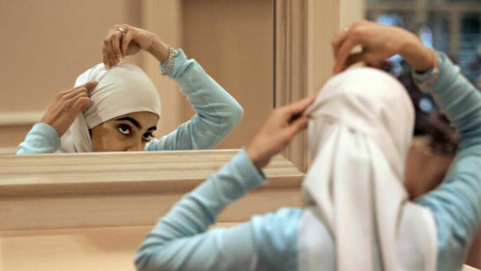 VELGER SELV? En rekke muslimske jenter har stått fram i norske medier og fortalt at de selv har valgt å gå med hijab. Foto: Scanpix/AP