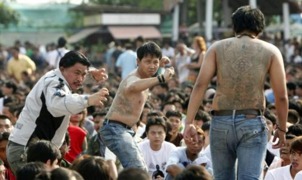 KLARE FOR KAMP Miming på scenen. Foto: REUTERS/Chaiwat Subprasom/Scanpix