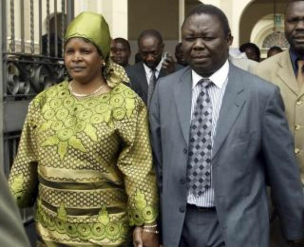 HADDE VÅRT GIFT I 31 ÅR: Susan og Morgan Tsvangirai fotografert i Harare i 2004. Foto: REUTERS/Howard Burditt/Scanpix