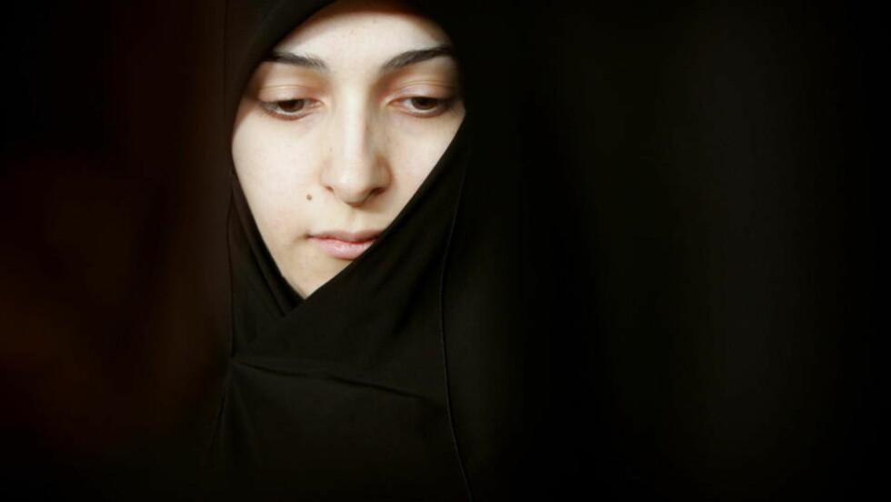TØFFE FORHOLD: En av to kvinner i Irak utsettes for vold, og mange har ikke råd til å la barna gå på skole, ifølge ny rapport. ILLUSTRASJONSFOTO: Morteza Nikoubazl/REUTERS/Scanpix