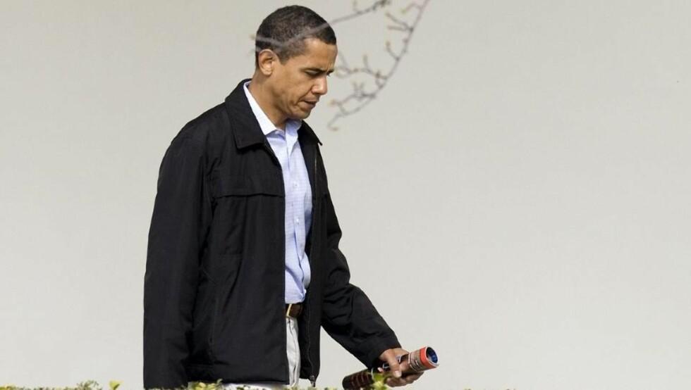 VURDERER NY STRATEGI: Barack Obama vurderer å legge om taktikken i Afghanistan. Foto: Larry Downing/REUTERS/Scanpix