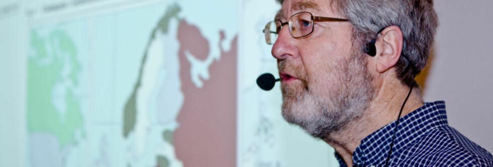 F     OMFATTENDE STUDIE: Forsker i Statistisk sentralbyrå, Helge Brunborg, under et seminar hvor det ble presentert forskningsresultater fra studien av livsløp, generasjon og kjønn. Dette er en av de største studiene av demografi og levekår som er blitt gjort i Norge. Foto: SCANPIX
