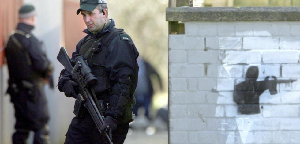 TRE DRAP PÅ KORT TID: Drapet på politimannen skjer bare to dager etter at Real IRA drepte de to britiske soldatene Mark Quinsey (23) og Patrick Azimkar (21) på en millitærbase i Antrim. Foto: REUTERS/SCANPIX
