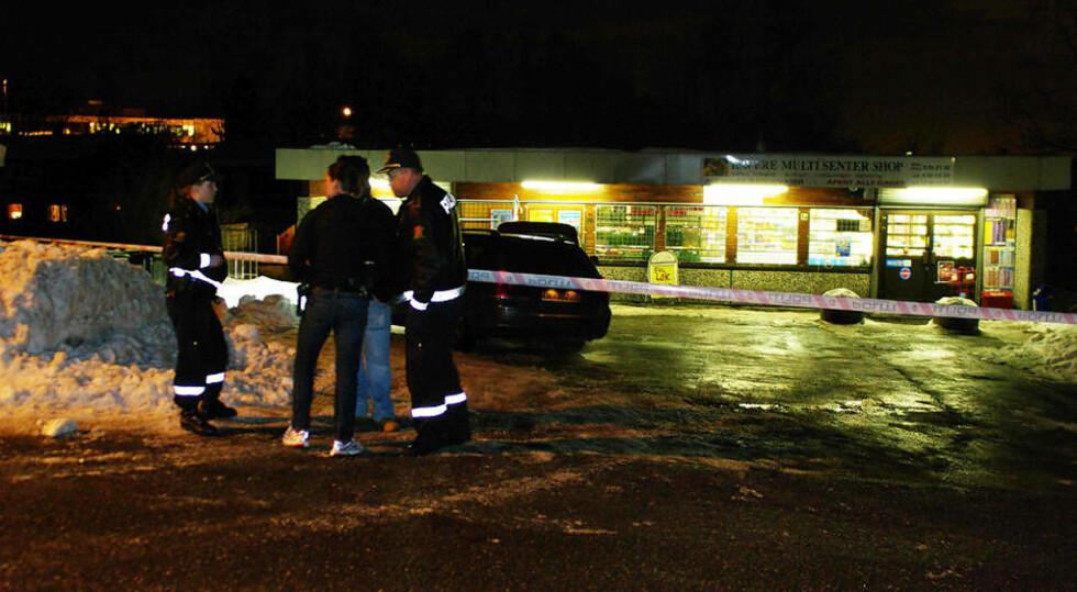 AVSPERRET: Ransåstedet er sperret av mens politiet foretar sine undersøkelser. Foto: DANIEL LAABAK
