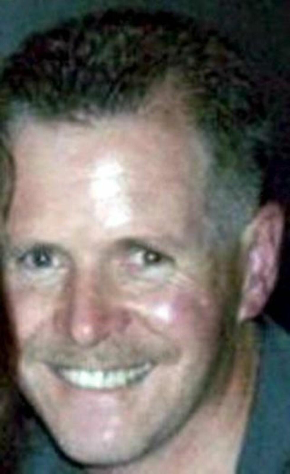 DREPT: Politimannen Stephen Paul Carroll (48). Foto: EPA/PSNI/Scanpix