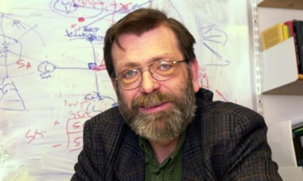 KRITISK: Professor Frank Aarebrot mener Trond Giske virker bakstreversk, og at han har dummet seg ut i sin kamp mot politisk reklame på TV. FOTO: SCANPIX Foto: Marit Hommedal / SCANPIX