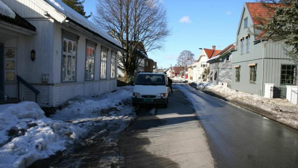 HER VAR MALERIET: I denne hvite varebilen Ford Transit ble maleriet funnet i går. Foto: Politiet