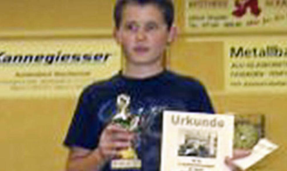 KOM MED ADVARSEL: Tim Kretschmer (17).