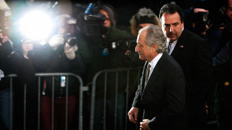 ANGRER: Den bedrageritiltalte finansmannen Bernard Madoff risikerer 150 års fengsel for blant annet svindel og hvitvasking. Madoff erklærte seg skyldig i hele tiltalen i retten torsdag. Foto: Chris Hondros/Getty Images/AFP