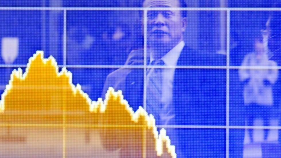 PEKER OPPOVER: Kursen på japanske aksjer steg med 5,1 prosent fredag. Dette bildet er fra en annen god dag på børsen, 11. mars. Foto: AFP/SCANPIX