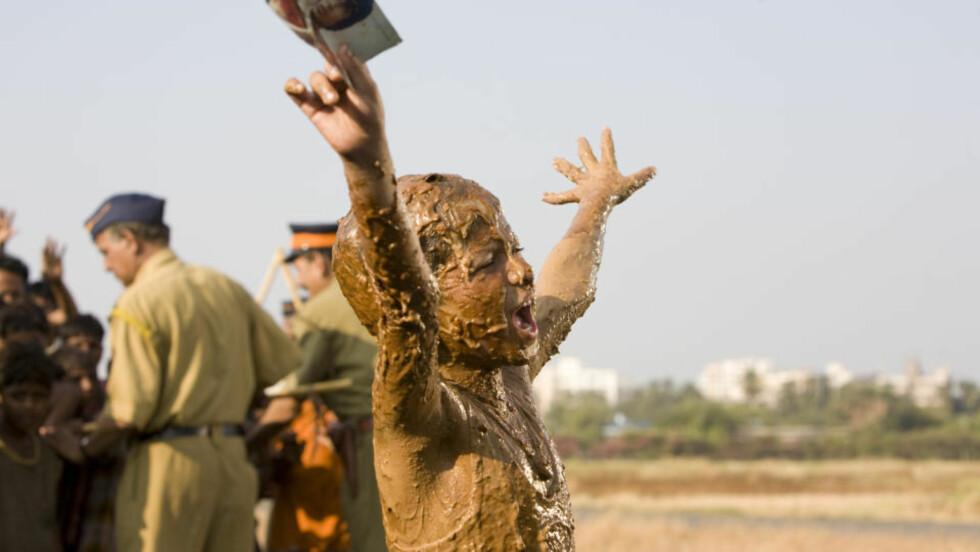 BEDRITEN STRATEGI?: Den amerikanske dvd-utgivelsen av «Slumdog Millionaire» blir prøvekanin for en ny strategi de amerikanske filmselskapene benytter i et forsøk på å stoppe salgsfallet. FOTO: FRA FILMEN