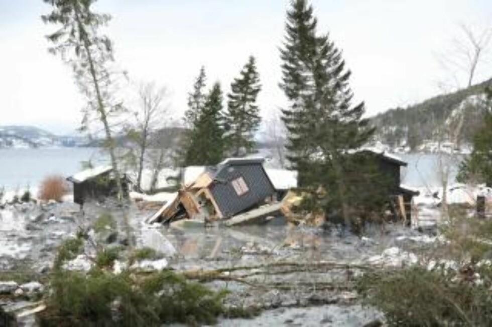 FLERE HUS TATT: Seks hus skal være tatt av raset. Foto: MARTIN HÅGENSEN