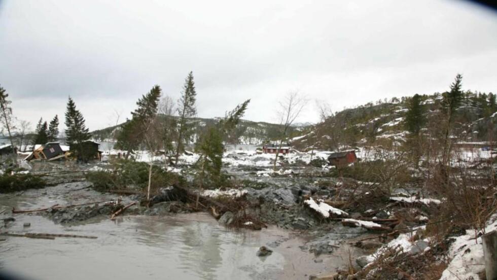STORT RAS: Flere hus og hytter er tatt av raset i Namsos. Foto: Scanpix