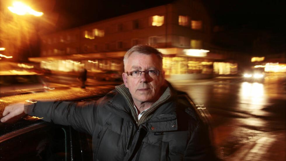 BESØKTE RASOMRÅDET: Ordfører Morten Stene i Namsos sier at raset påvirker hele den vesle byen. Foto: HANS ARNE VEDLOG
