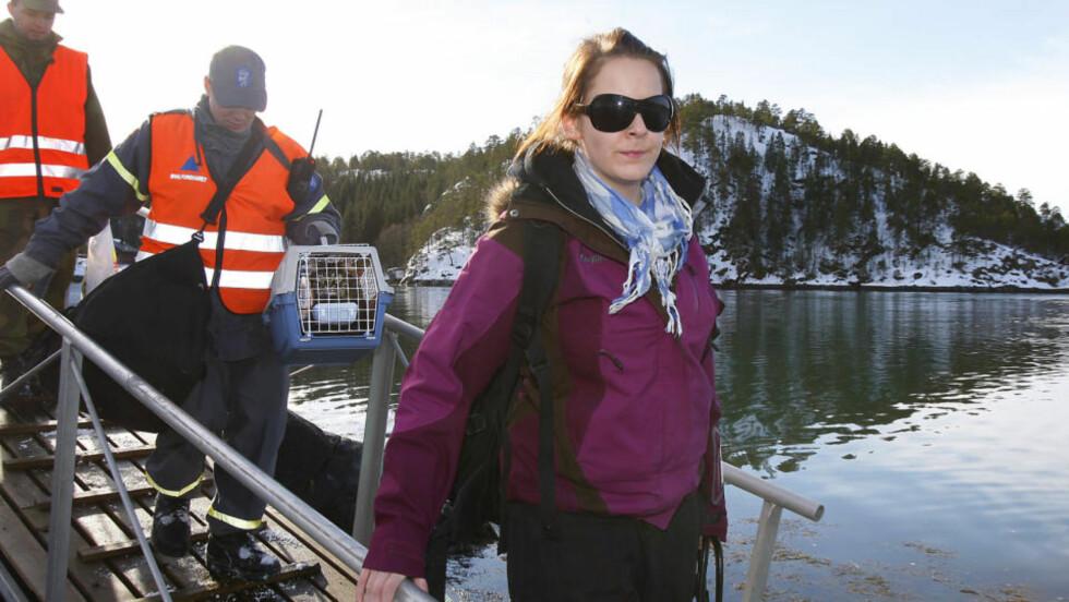 DEN VIKTIGSTE EIENDELEN: Matmor Monica Berntsen fikk endelig katten Mons i sikkerhet etter raset i Namsos på fredag. Foto: Hans Arne Vedlog/Dagbladet