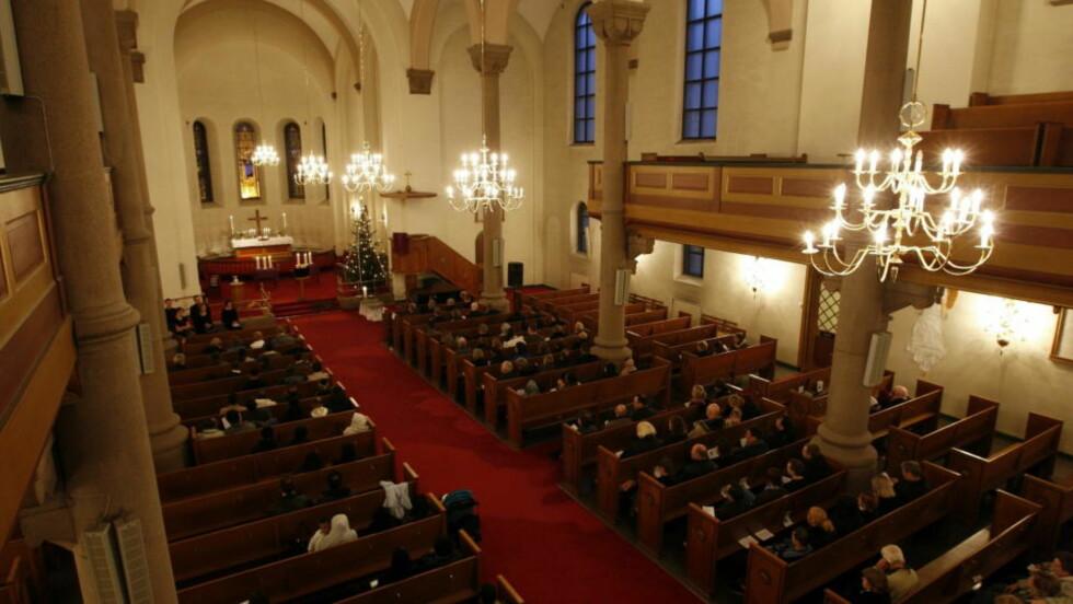 OSLO 20081218: Minnemarkering i Grønland kirke for de omkomne etter brannen i Urtegata sist lørdag. Brannen som krevde seks menneskeliv. Foto: Erlend Aas / SCANPIX