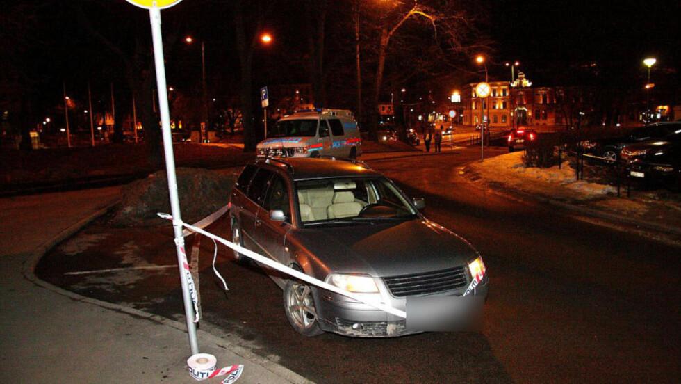 KNIVSTIKKING: En mann ble funnet hardt skadd i denne bilen. Foto: André Olstad/FirstFoto