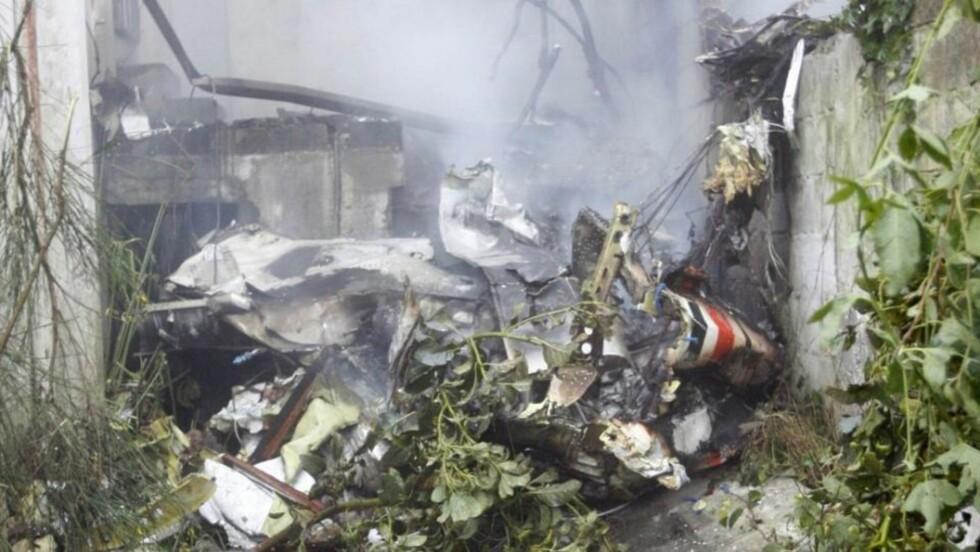 SYV OMKOMMET: Flyvraket ligger knust på bakken i Quito. Foto: Guillermo Granja/REUTERS/Scanpix