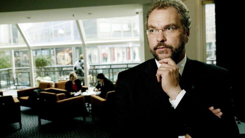 OPPRØRT:  Venstreleder Lars Sponheim mener Arbeiderpartiet og Martin Kolberg nå har beveget seg inn i en gråsone med sine uttalelser om å bekjempe radikal islam. Foto: Torbjørn Grønning/Dagbladet