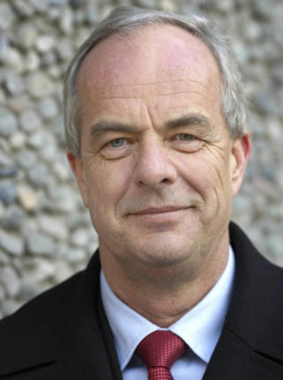 KOMPROMISS: Statssekretær Terje Moland Pedersen i Justisdepartementet sier regjeringens lovforslag er et rimelig kompromiss mellom hensynet til festerne og bortfesterne.Pressefoto: Justisdepartementet