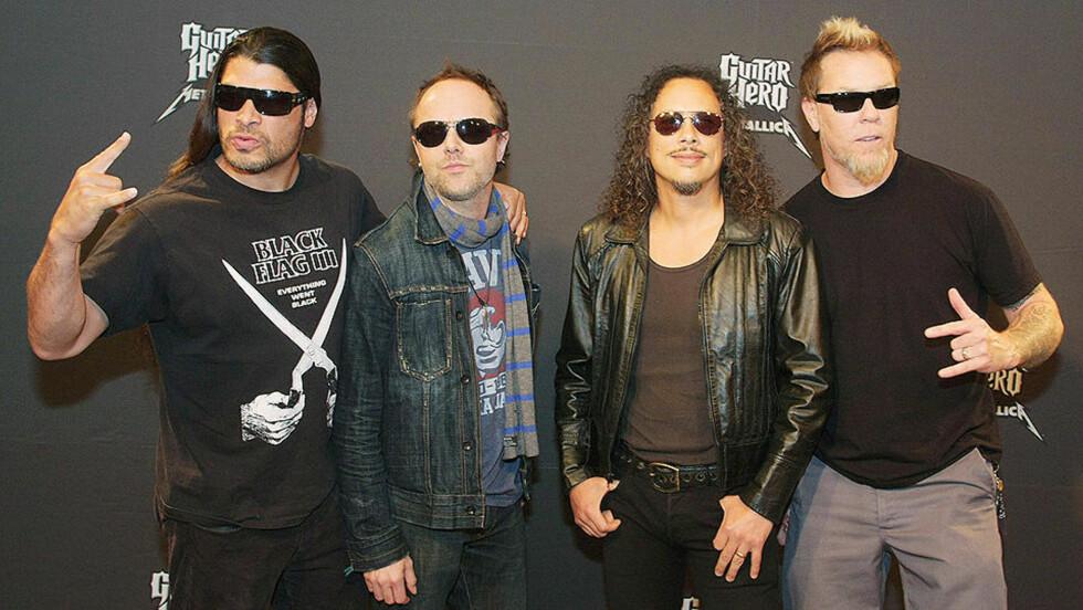 SPØKEFUGLER: Robert Trujillo, Lars Ulrich, Kirk Hammet og James Hetfield avfotografert i Austin, Texas under lanseringa av Metallica Guitar Hero i går. Foto: JACK PLUNKETT / AP / SCANPIX