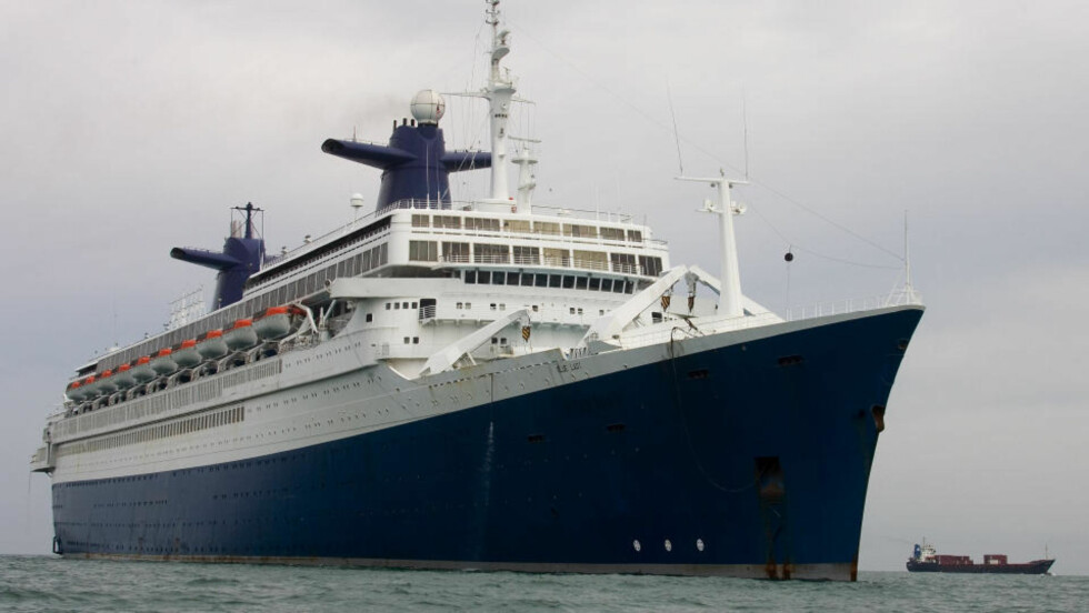 SIKTET FOR Å HA DUMPET OLJE ULOVLIG: På cruiseskipet som da het SS Norway. Men nordmennene mener de ble utsatt for hevn og deretter sviktet. Foto: SCANPIX.