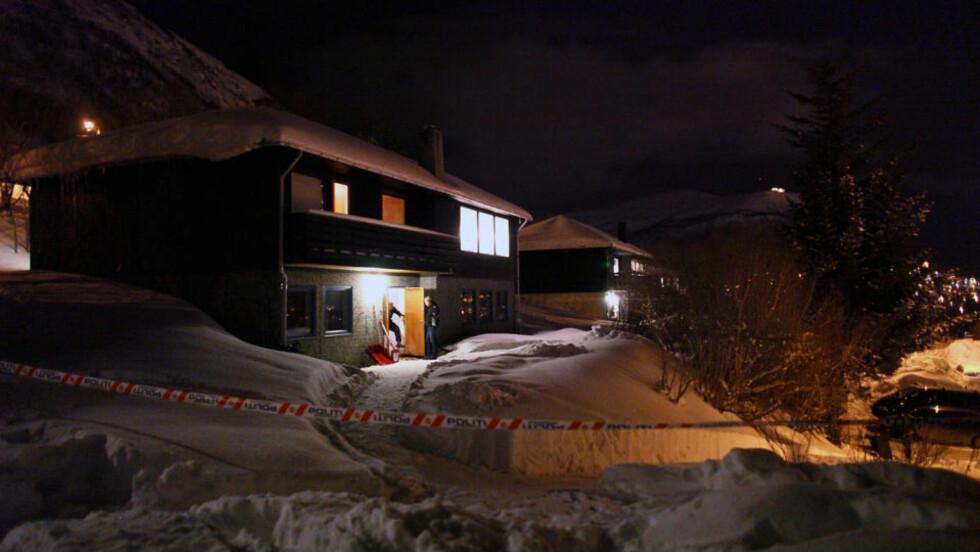 LEIEBOER: Etter en periode der 38-åringen ser ut til å ha blitt stadig sykere, gikk han natt til i går opp trappa fra sin egen leilighet og drepte tre personer i andre etasje med kniv mens ofrene sov.  Foto: BJØRN LANGSEM