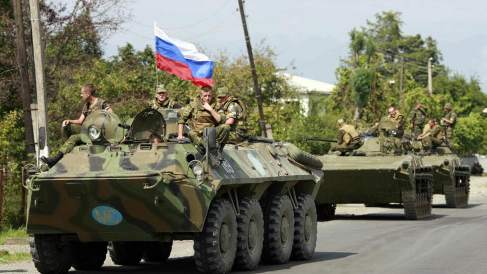 KONFLIKT: Russiske soldater i Vest-Georgia i august i fjor. Nå advarer NATOs militære øverstkommanderende om at Russland forsøker å svekke solidariteten i Europa. Foto: Umit Bektas/Reuters/Scanpix