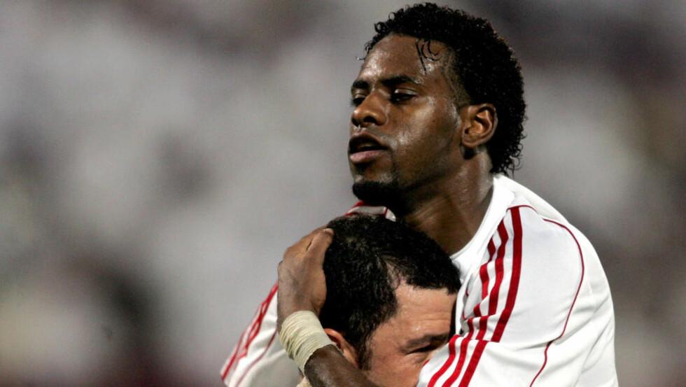 DREPTE MANN:  Fotballspilleren Fayez Jomma har en bakgrunn fra landslaget til De forente arabiske emirater. Her feirer han en scoring for laget Sharjah. Nå er han og to andre fotballspillere dømt til døden for et brutalt drap.                     (AFP PHOTO/STR)